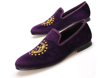 ประเทศจีน Embroidery Cross Pattern Purple Mens Velvet Loafers With Handmade Red Bottom Casual ผู้ผลิต